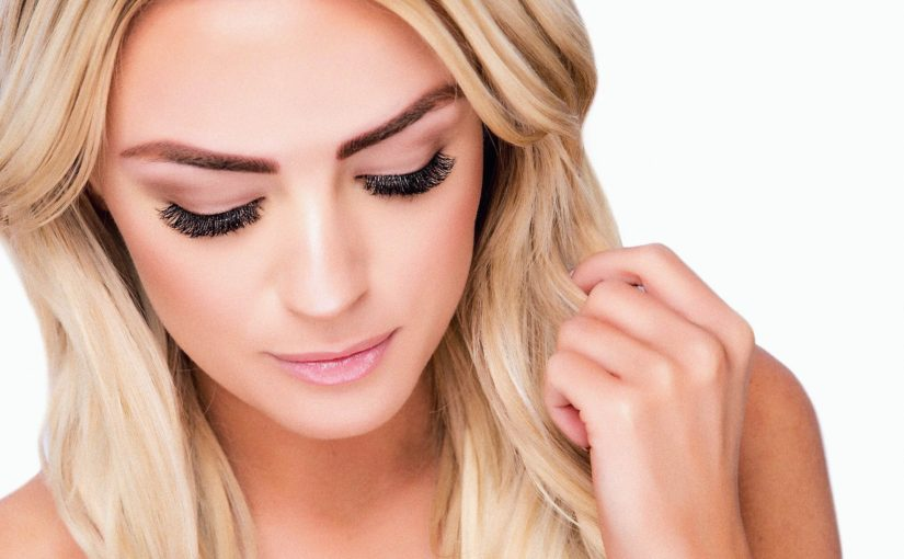 how much can a lash artist makes
