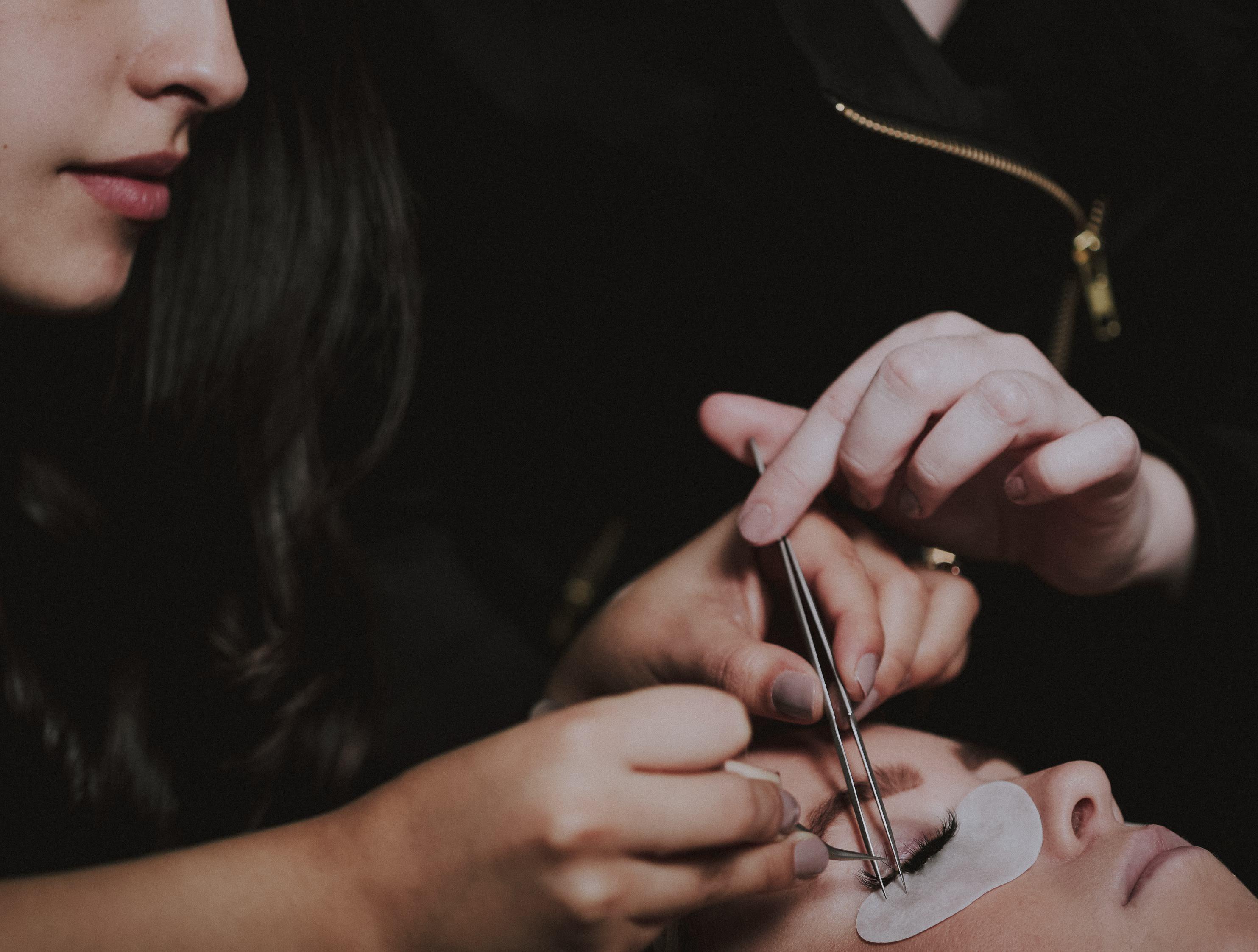 hands on eyelash extension training